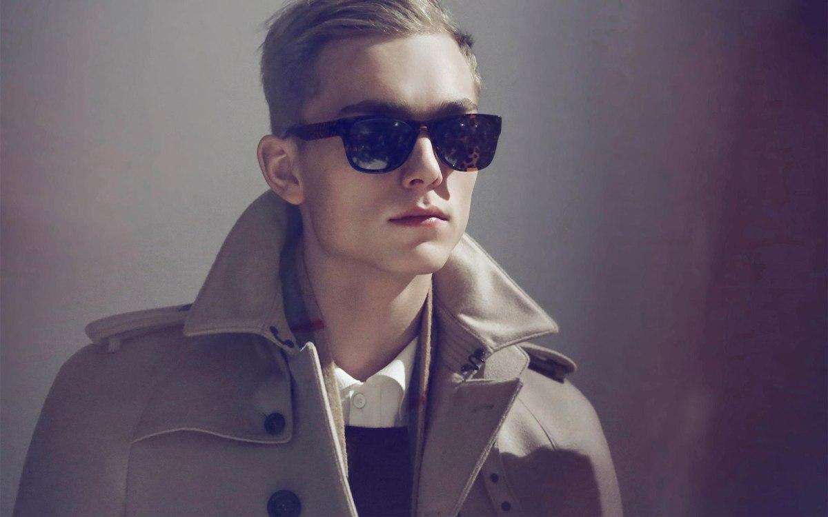b45bd0875 Dica para eles: qual o melhor modelo de óculos para o rosto masculino? –  QuaseNovo Brechó